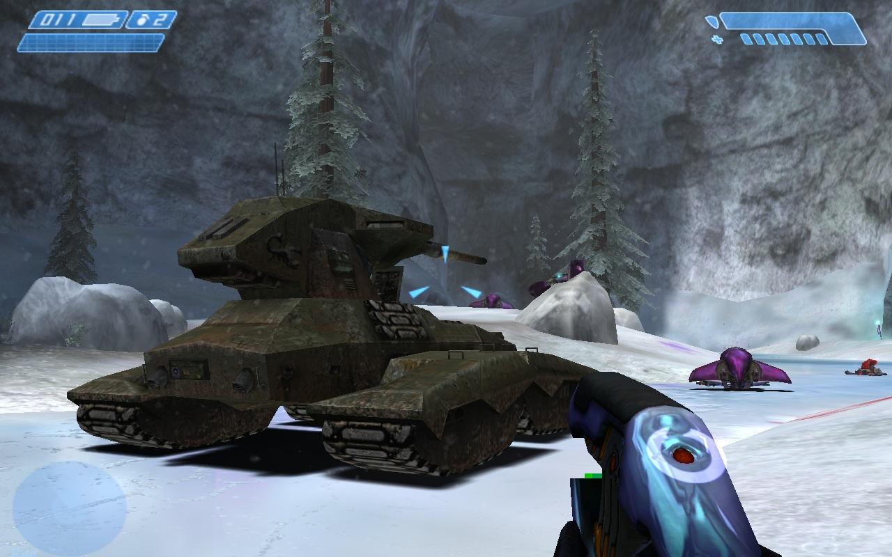 En Halo hay muchos vehículos para coger. Particularmente, el tanque nos hará esbozar una sonrisa al aumentar sobremanera nuestra potencia, pero en Halo hay coches con torretas, aeronaves, deslizadores...
